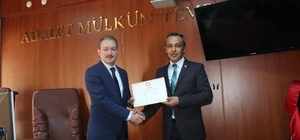 """Yenipazar'da MHP'li başkan mazbatasını aldı Yüzde 55,80'lik oranla belediye başkanı seçilen İlhan Özden mazbatasını aldı Yenipazar Belediye Başkanı İlhan Özden; """"Cumhuriyetimizin 100'üncü yılı olan 2023 hedeflerinde Yenipazar'ımızı en yukarıya taşıyacağız"""""""
