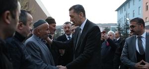 Bakan Selçuk'tan öldürülen müdür yardımcısının ailesine taziye ziyareti Milli Eğitim Bakanı Selçuk, ziyareti sırasında hayatını kaybeden öğretmenin babasına Kuran'ı Kerim ve Türk bayrağı hediye etti