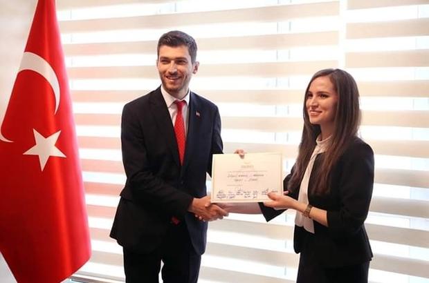 Erbaa Belediye Başkanı Ertuğrul Karagöl mazbatasını aldı.