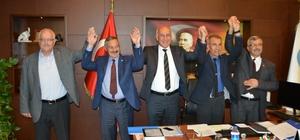 Söke'de ilçe başkanlarından Türkiye'ye örnek fotoğraf CHP, MHP, İYİ Parti ve AK Parti İlçe Başkanları hizmet gelmesi için el ele olacak