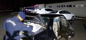 Jandarmanın takip ettiği otomobilde 1000 paket kaçak sigara yakalandı