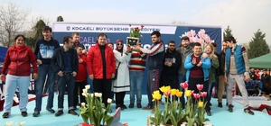 Özel öğrenciler lale yetiştirip, festivalde yarıştı