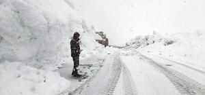 Nisan ayında karla mücadele