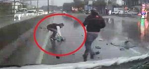 Kaza yapan kamyonetteki bebek yola böyle fırladı Kayganlaşan yolda kamyonet tıra çarptı: 1'i ağır 4 yaralı