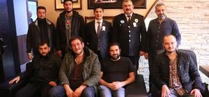 Kocaeli basınından polislere tatlı ikramı