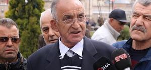 Basın açıklamasında gergin anlar Sivas'ta bir şirket tarafından mağdur edildiklerini iddia ederek basın açıklaması yapan vatandaş, olay yerinden geçen bir kişi ile tartıştı