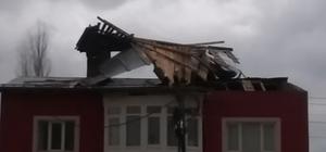Sivas'ta şiddetli rüzgar çatı uçurdu Sivas'ın Ulaş ilçesinde etkili olan kuvvetli rüzgar 3 katlı bir apartmanın çatısını uçurdu