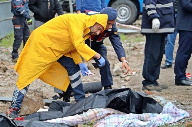 Kazada ölenlerin kimlikleri lisans kartlarıyla tespit edilmeye çalışıldı Masterlar futbol takımını taşıyan midibüs kaza yaptı: 3 ölü, 17 yaralı