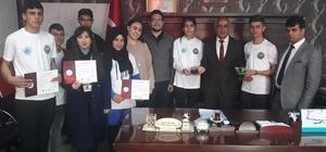 Robot tasarlayan öğrencilerden Başkan Ensari'ye ziyaret