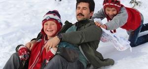 Nisan karında çuvalla kaydılar Müdür çocuklarla beraber kaydı