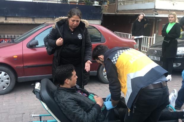 Tartıştığı arkadaşını sokak ortasında bıçakladı Yaralanan genç hastaneye kaldırıldı