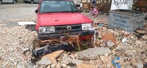 Sel araçları hurdaya çevirdi Hatay'da duvarları yıkan, ağaçları deviren selin sürüklediği çok sayıda araç hasar gördü