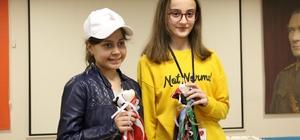 Rusya'dan gelen çocuklar Kocaelispor atkılarıyla karşılandılar