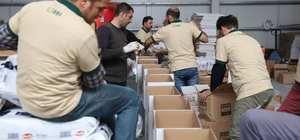 46 tırdan oluşan yardım konvoyu Kilis'ten yola çıktı 77 bin 500 kumanya paketi yurdun dört bir yanında ihtiyaç sahiplerine dağıtılacak