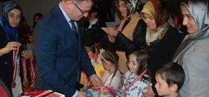 Kitap okudular, madalya kazandılar Tokat'ta üçüncüsü düzenlenen okuma kültürü ödül töreninde dereceye giren öğrencilere madalya takıldı.