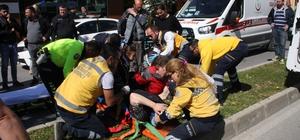 Şehiriçi toplu ulaşım midibüsü kamyonet ile çarpıştı: 6 yaralı Can pazarının yaşandığı kaza anı güvenlik kameralarına yansıdı Yol ve kaldırımdaki yaralılara sağlık ekipleri müdahale etti