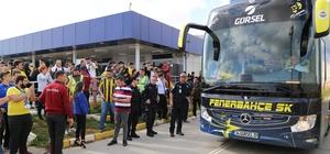 Fenerbahçe, Antalya'da Sarı-lacivertli ekibe taraftarlardan yoğun ilgi