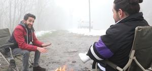 Kocaeli'nin yüksek kesimleri beyaza büründü Vatandaşlar, Nisan ayında karın tadını çıkartmak için Kartepe'ye çıktı