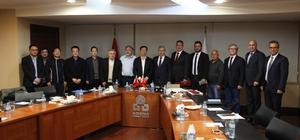 Çin ile Adana arasında ticaret köprüsü kuruluyor Çin'in en önemli sanayi ve ticaret kentlerinden biri olan Ningbo'nun yönetici ve iş adamlarından oluşan heyet Adana Ticaret Odası'nı ziyaret etti Yapılan müzakerelerin ardından, iki şehir arasında ticaret köprüsü kurulması konusunda mutabakat sağlandı