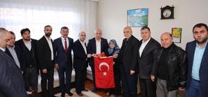 Başkan Bıyık, şehit ailelerine Türk bayrağı hediye etti