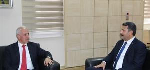 """Yeşilboğaz: """"Akdeniz'de insanca yaşam koşulları oluşturulmalı"""" Mersin Barosu Başkanı Bilgin Yeşilboğaz, beraberinde bazı yönetim kurulu üyeleriyle birlikte 31 Mart Yerel Seçimlerinde göreve gelen Akdeniz ve Yenişehir belediye başkanlarını ziyaret etti."""