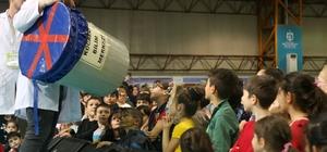Çocuklar festivalde bilim şov ile eğlendi