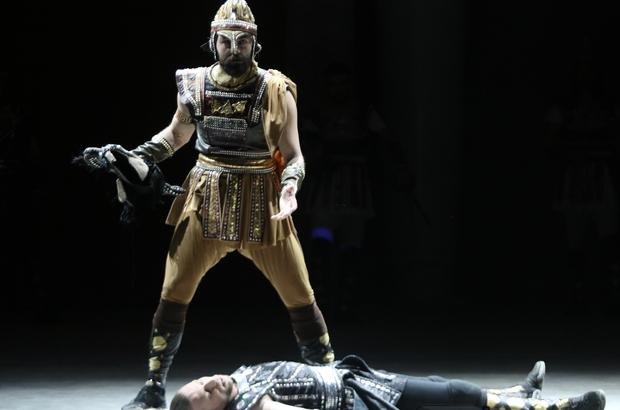 Anadolu Ateşi Antalya'da Troya ile sezonu açtı 12 bin metrelik 400 ayrı kumaştan 2 bin kostümle sahne aldılar Aspendos Arena'daki ilk gösteri yerli ve yabancı turistlerin akınına uğradı