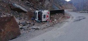 Taş yüklü kamyon devrildi: 1 ölü 1 ay önce emeklilik başvurusu yapmış