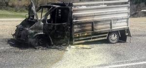 Kastamonu'da seyir halindeki kamyonet alev aldı