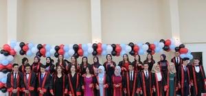 Lise son sınıf  öğrencileri için mezuniyet töreni