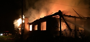 Yangına uykuda yakalanan yaşlı kadın ve torunu canını zor kurtardı Burdur'da tek katlı müstakil evde çıkan yangında ev ve bitişiğindeki ahır kullanılamaz hale geldi