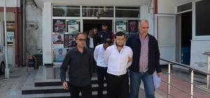 """""""Sevgili"""" vaadiyle kandırıp fuhuş yaptırdılar Mersin'de genç kızları sevgili vaadiyle kandırıp fuhuşa zorladıkları iddiasıyla gözaltına alınan 5 kişiden biri tutuklandı"""