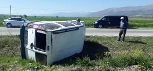 Hafif ticari araç devrildi 1 kişi yaralandı