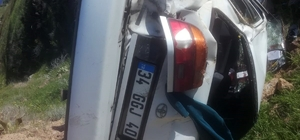 Malatya'da otomobil şarampole uçtu: 1 ölü, 1 yaralı Kazada sürücü öldü, eşi yaralandı