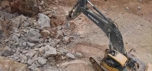 Kopan mermer kütlesi ekskavatörün üzerine düştü: 2 ölü Mermer ocağında iş kazası: 2 ölü
