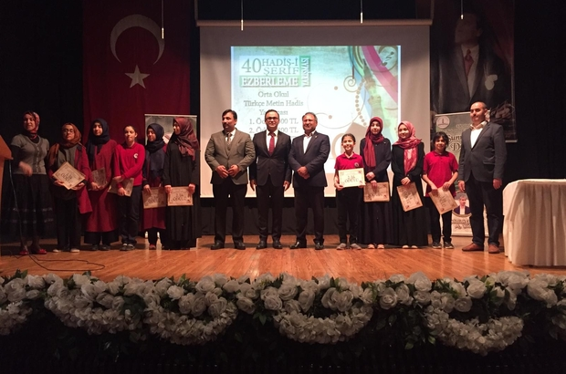İzmir'de hadis yarışmasına yoğun katılım