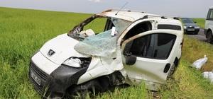 Diyarbakır'da hafif ticari araç şarampole yuvarlandı: 3 yaralı