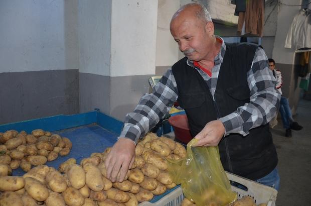 (Özel) Ramazan ayıyla birlikte patates ve soğan fiyatlarında düşüş Denizlililer pazarın yolunu tuttu
