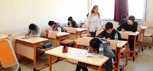 """Büyükşehir'den LGS deneme sınavı Adana Büyükşehir Belediye Başkanı Zeydan Karalar: """"Eğitim başarımızın yükselmesi için çabamız sürecek"""""""