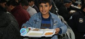 Ramazan ayı boyunca iftar yemeği veriyorlar Kümbetliler eski geleneklerine göre iftar buluşmalarına devam ediyorlar