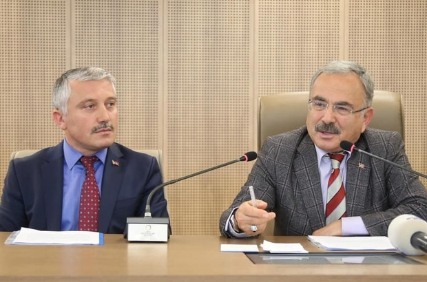 """Hilmi Güler: """"Hayat sadece fındık değil"""" Ordu Büyükşehir Belediye Başkanı Dr. Mehmet Hilmi Güler: """"Hayatımızı fındığa bağlamışız. Yeni üretim alanlarına yöneleceğiz. Hepiniz kendi işinizi kuracaksınız. Sizin ürettiklerinizi ben alacağım, satış derdimiz yok"""""""