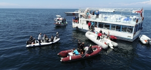 (Özel) Marmara'da suyun altında nefes kesen yarış Zıpkıncılar Sahil Güvenlik kontrolünde yarıştı Zıpkınla Balıkavı Türkiye Şampiyonasının 2. ayağı Bursa'da yapıldı En büyük balığı yakalamak için zıpkıncılar 5 saat su altında kaldı Nefes kesen yarışlar havadan da görüntülendi