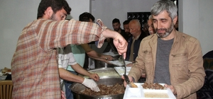 Köylüleri buluşturan Ramazan geleneği Giresun'un Görele ilçesine bağlı Umutlu köyü sakinleri, geleneksel olarak Ramazan ayında iftarlarını evleri yerine köye ait aşevinde hep birlikte yapıyor