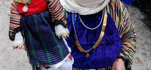 Bez bebekler Mikrokredi ile dünyaya açıldı 500 yıllık bir geçmişe sahip Milas'ın Çomakdağ Mahallesindeki kadınlar 2010 yılında kullanmaya başladıkları Mikrokredi ile yaptıkları bez bebekleri Türkiye sınırları dışına taşıyor