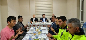 Vali Şentürk, polislerle iftar yaptı