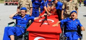 Vatan-Bayrak sevgisi engel tanımadı Muğla'da engelli bireyler bir günlüğüne asker üniforması giymenin mutluluğunu ve heyecanını yaşadı.