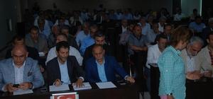 Büyükşehir'de Cumhur İttifakı'nın dediği oluyor Adana Büyükşehir Belediyesi'nde çoğunlukta bulunan AK Parti ve MHP'li Meclis üyeleri komisyonlarda sayısal üstünlüğü elde ederken, bu ittifak meclis çalışmalarına da yansıyor CHP ve İYİ Parti'li meclis üyelerinin teklifleri reddolurken Cumhur İttifakı'nın gerek komisyonlarda ve gerekse meclisteki kararlarda kabul ediliyor.