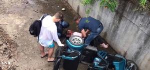Turistleri taşıyan elektrikli bisiklet sulama kanalına uçtu: 1'i ağın 2 yaralı
