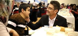 -Başkan İşlek, iftar yemeğinde engelli vatandaşlarla bir araya geldi