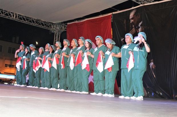 Türkiye'de bir ilke imza attılar Ameliyathane kıyafetleriyle halk oyunu oynadılar